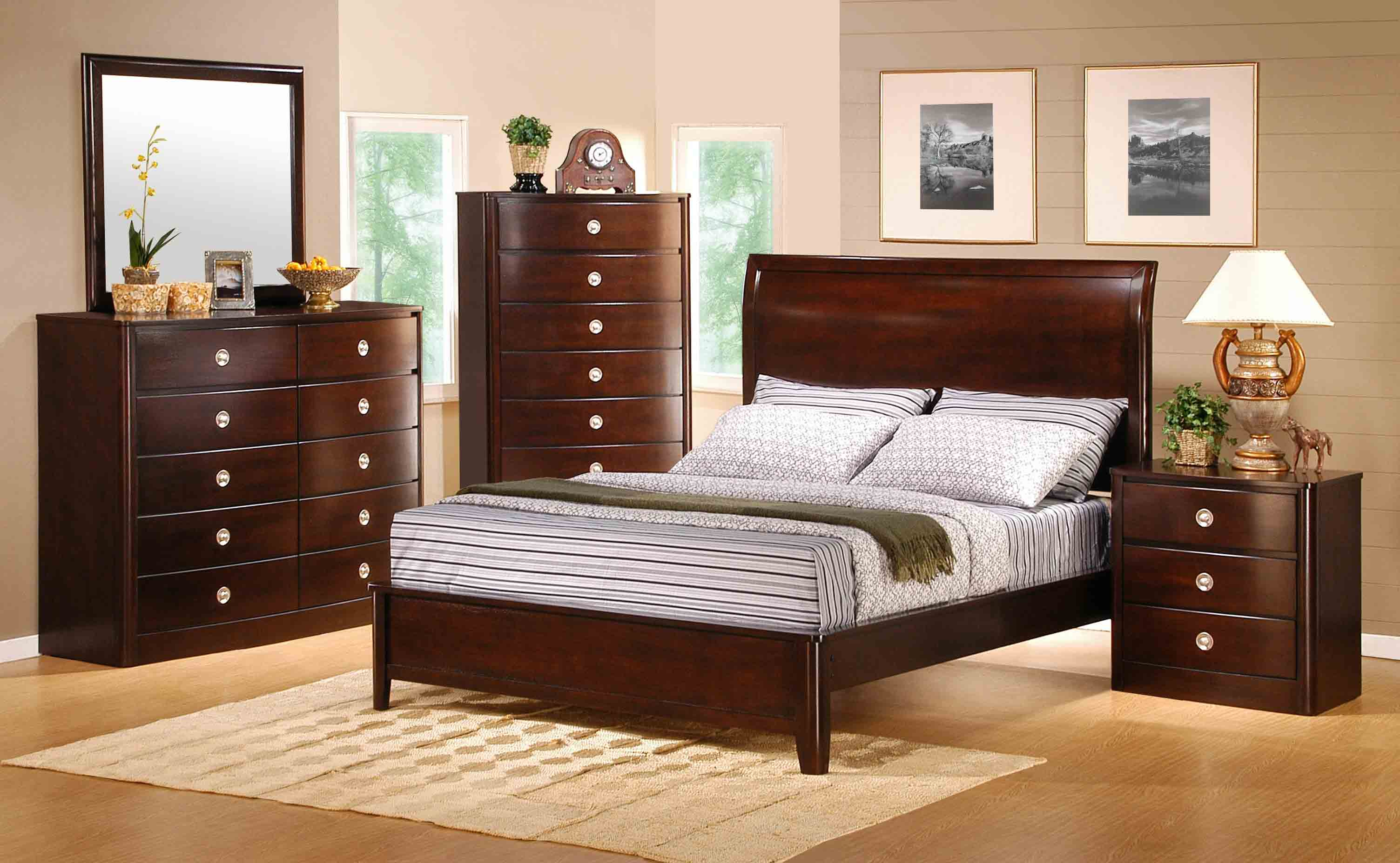 Freya Classic Cherry Finish wood Bedroom Set  Queen Bed  Dresser  Mirror  2 Night  Stands. Roundhill Furniture